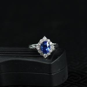 18K皇家蓝蓝宝石刻面戒指