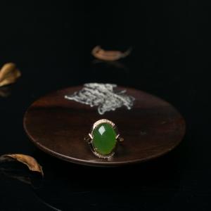 18K金镶钻山料和田碧玉戒指