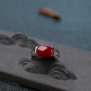 18K金镶阿卡珊瑚戒指