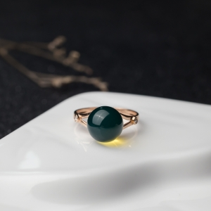 18K金镶多米尼加蓝珀圆珠戒指