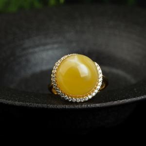 银镶白花蜜圆珠戒指