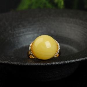 银镶鸡油黄蜜蜡圆珠戒指