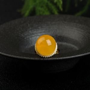 银镶鸡油黄金绞蜜圆珠戒指