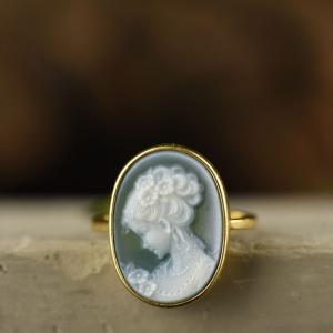 18k金镶嵌贝壳玛瑙雕刻人物戒指