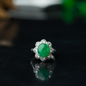 18K糯冰種陽綠翡翠戒指