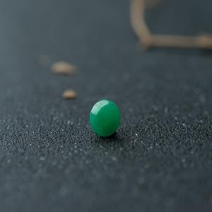 糯冰种豆绿翡翠蛋面
