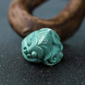 高瓷蓝绿松石连年有余吊坠
