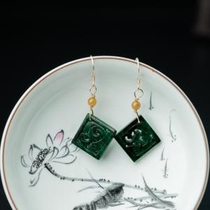 糯种深绿翡翠辰龙耳环