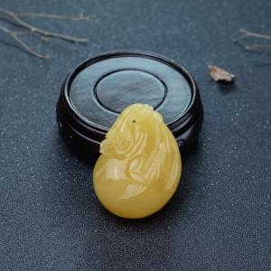 鸡油黄蜜蜡代代有钱吊坠