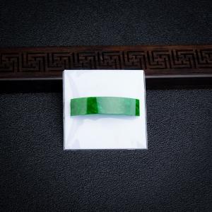 糯种翠绿翡翠长方形弧面戒面