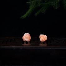 18k深水粉白色珊瑚花型耳钉