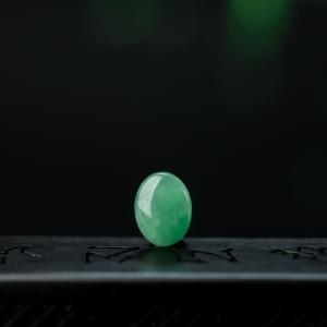 糯冰种苹果绿翡翠戒面