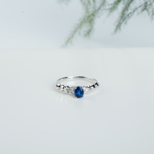 18k皇家蓝蓝宝石骨形戒指