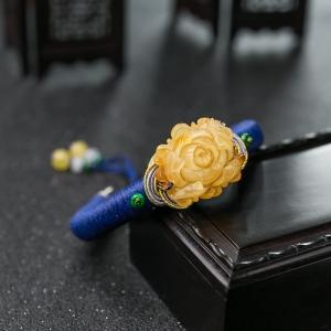 53.5mm俏色蜜蜡牡丹花手镯