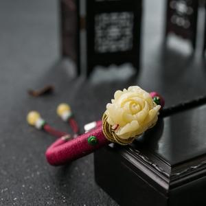54.5mm浅黄蜜蜡牡丹花手镯
