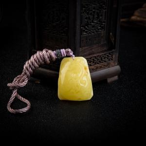 柠檬黄俏色蜜蜡如意吊坠