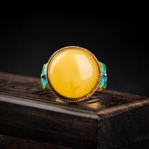 银镶鸡油黄蜜蜡戒指