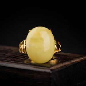 银镶浅黄蜜蜡戒指