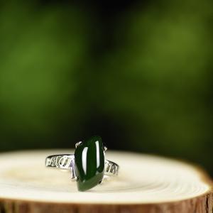 银镶山料和田碧玉戒指