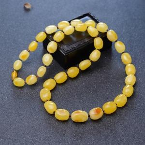 鸡油黄蜜蜡随形项链