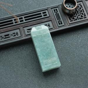糯冰种浅绿翡翠吉祥如意印章