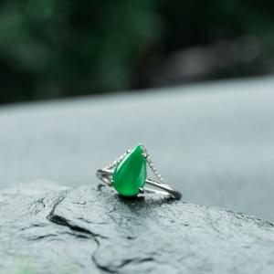 18K糯冰種翠綠翡翠水滴戒指