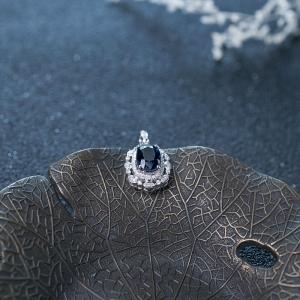 18K深蓝色蓝宝石吊坠