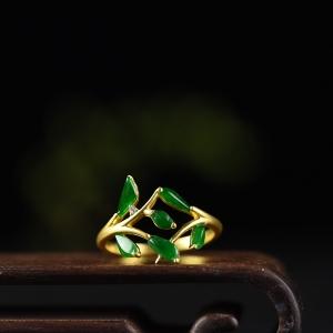 18k金镶钻糯冰种翠色翡翠戒指