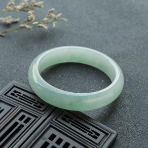 55.5mm糯冰种浅绿翡翠平安镯