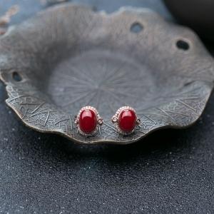18K阿卡牛血红珊瑚耳钉