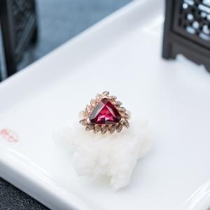 18K盧比萊色碧璽戒指