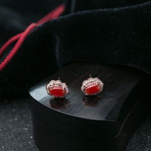 18K阿卡珊瑚耳钉