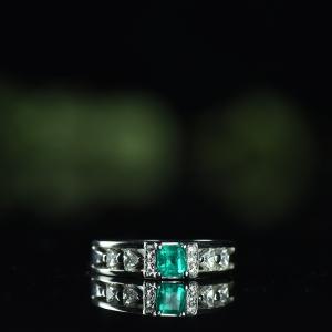 Pt鲜绿祖母绿戒指