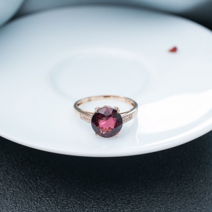 18K玫紅碧璽戒指