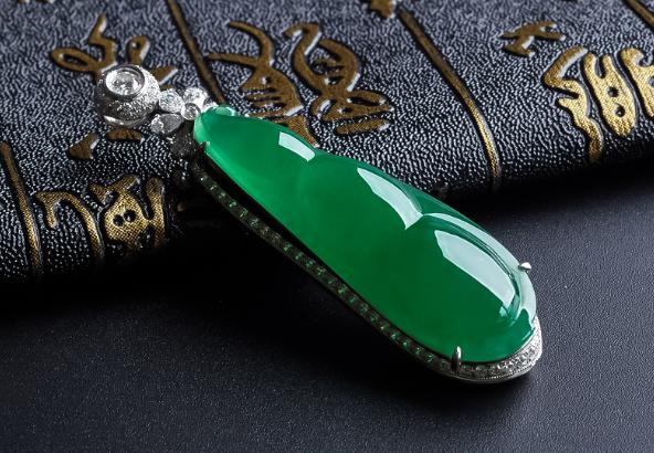 綠色翡翠如何挑選?2分鐘挑選出高價值的綠色翡翠
