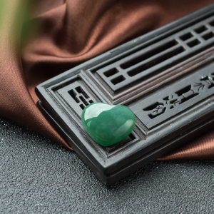 糯冰种深绿翡翠心形戒面