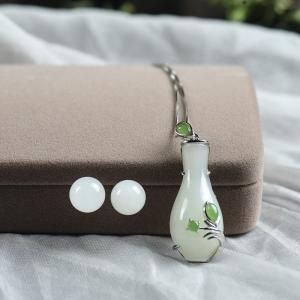 银镶山料和田白玉花瓶玉套装