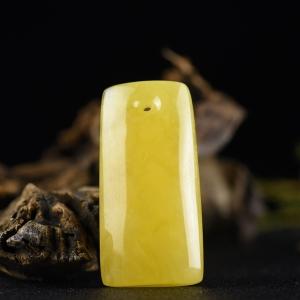 雞油黃蜜蠟無事牌吊墜