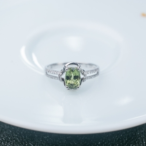 18K黄绿色蓝宝石戒指