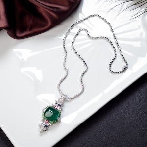 18K鲜绿祖母绿项链