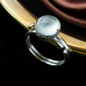 18K高冰种淡晴水翡翠戒指