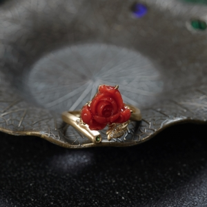 18K沙丁珊瑚牡丹花戒指