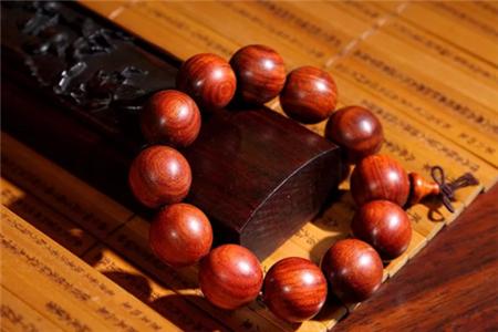 红木佛珠为何如此受欢迎,红木佛珠作用