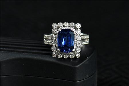蓝宝石多少钱一克拉?怎么判断蓝宝石的价格?