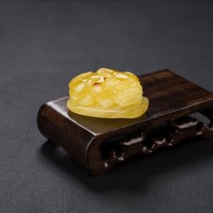 鸡油黄蜜蜡貔貅吊坠