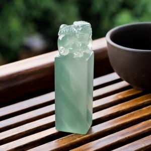 糯冰种蓝水翡翠唐狮印章