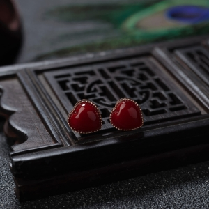 18K阿卡牛血紅珊瑚心形耳釘