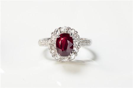 红宝石戒指价格多少钱?怎样挑选红宝石戒指