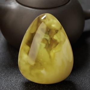 带皮鸡油黄金绞蜜水滴吊坠