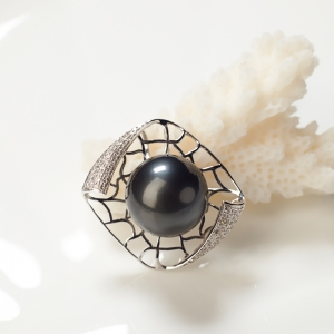 18K海水黑色珍珠吊坠